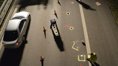 Ein Bild und viele Fragezeichen: Warum warf Jörg B. einen Stein auf die Autobahn 7?