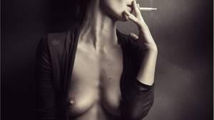 """""""Damit das Model besonders natürlich wirkt, ließ ich sie rauchen. Aber meist vertraue ich bei meinen Shootings auf spontane Einfälle.""""      Mehr Fotos vonCorwinin derVIEW Fotocommunity      Aktionen und Informationen aus der VIEW Fotocommunity aufFacebookoderTwitter"""