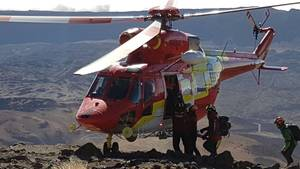 Teneriffa: Ein Rettungshubschrauber steht auf dem Vulkan Teide