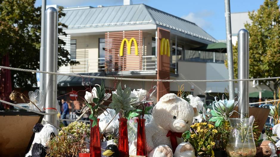 Trauernde hatten nach dem Amoklauf Plüschtiere und Blumen am Tatort niedergelegt
