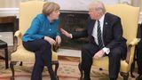 Hör' mal zu, Angela: Trump und Merkel im intensiven Austausch.