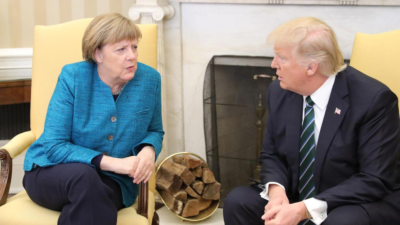 Doch noch bevor die Fotografen die beiden Regierungschefs im Oval Office alleine lassen, verschwindet das Lächeln aus den Gesichtern