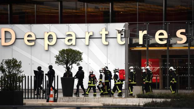 Was wollte der Angreifer am Pariser Flughafen?