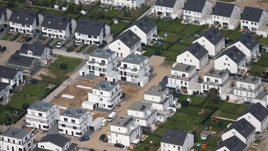 Einfamilienhäuser im Neubaugebiet Weiden in Köln