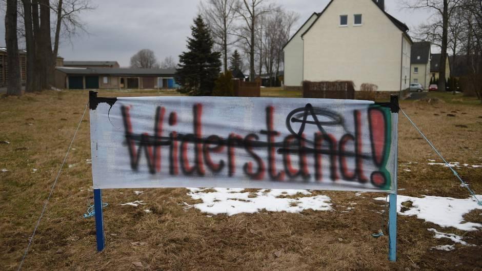 Auch zwei Tage nach der Blockade des Reisebusses in Clausnitz gab es weiter Protest gegen die Flüchtlingsunterkunft