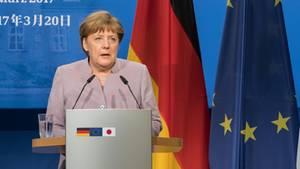 Angela Merke weist die Nazi-Gleichsetzungen seitens Erdogan zurück.