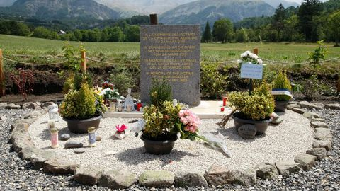 Gedenkstätte für die Opfer der Germanwings-Katastrophe nahe der Absturzstelle in den französischen Alpen