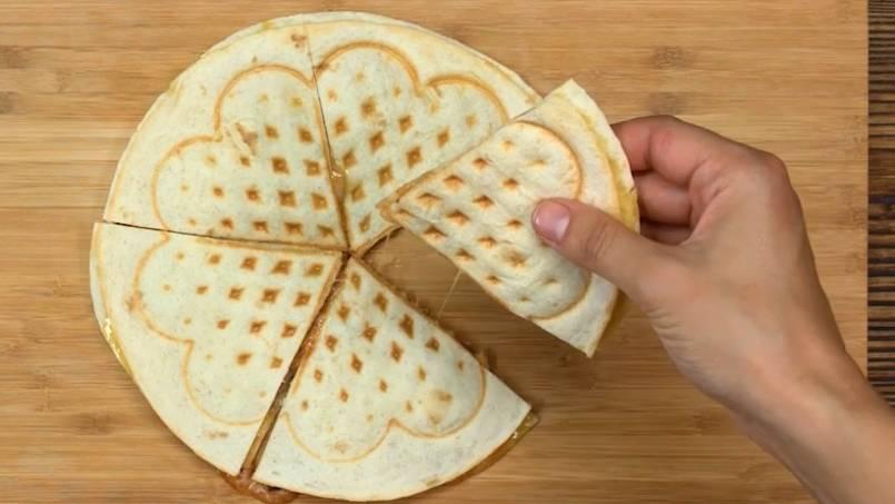 Lecker Käse: So einfach gelingen herzhafte Quesadillas aus dem Waffeleisen