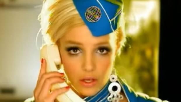 """Britney Spears als Stewardess in ihrem Video zu """"Toxic"""""""