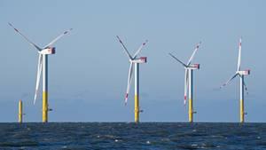 Der Offshore-Windpark Nordergründe vor dem Sielhafen von Dorum. Strom aus Offshore-Parks wird deutlich günstiger.
