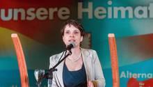 """Frauke Petry (Archivbild) hatte ihre Probleme mit dem System """"family and friends"""" der Saar-AfD. Kurz vor der Landtagswahl im Saarland scheint das vergessen."""