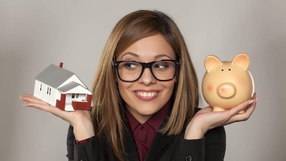 Die Fragen vieler Menschen: Soll ich mein Geld anlegen oder eine Immobilie kaufen?