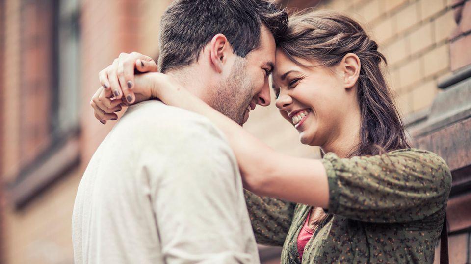 """Beziehung: Fünf einfache Regeln vom Top-Anwalt: So bleibt eure Beziehung """"scheidungssicher"""""""