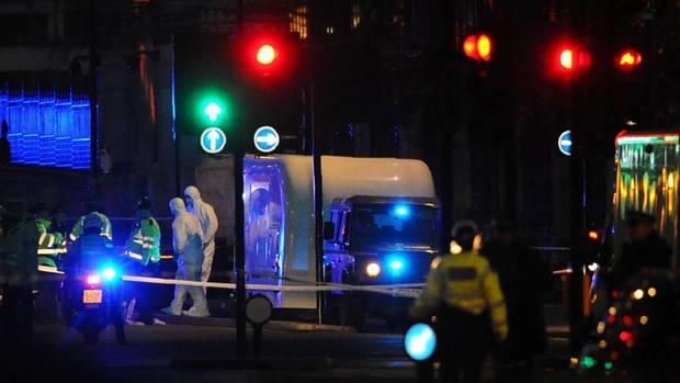 Ermittlungen am Tatort der mutmaßlichen Terrorattacke in London