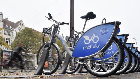 """Leihfahrräder von """"nextbike"""" stehen an einer Station in Berlin. Die Stadt ist auf Platz 1 des Greenpeace-Rankings."""