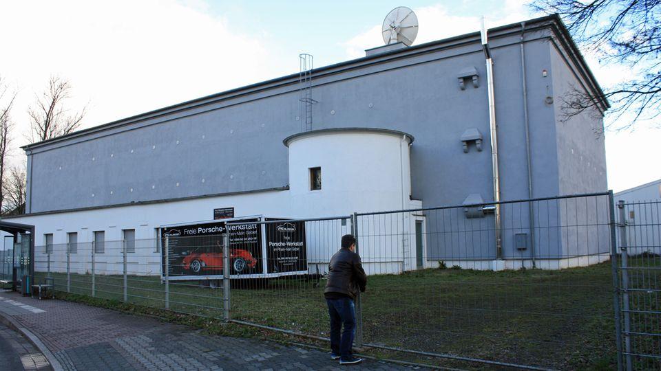 Matthias Rüth erstand den Bunker aus dem zweiten Weltkrieg im Jahr 2010 und sanierte ihn aufwendig. Er bietet eine Lagerfläche von 1400 Quadratmetern