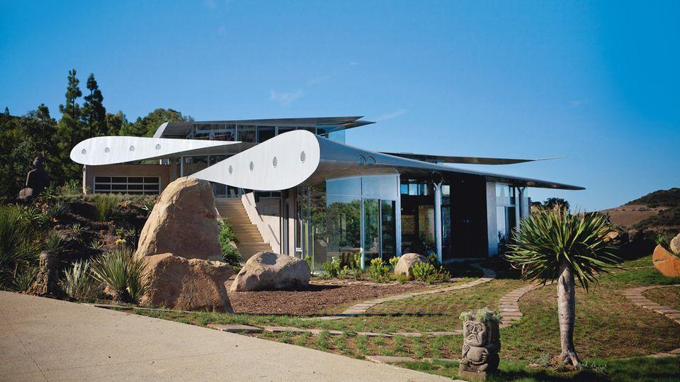 WING HOUSE  California, United States  Antonia Edwards -Upcycled Homes
