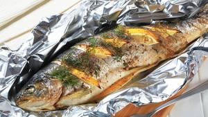 Fisch und Zitrone in Alufolie