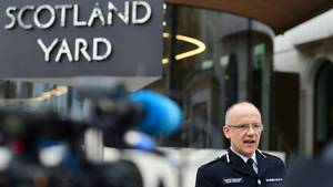 Mark Rowley, stellvertretender Leiter für Spezialeinsätze beim Scotland Yard, gibt am Freitag eine Pressekonferenz