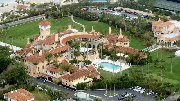 Türmchen, Säulen, Meer und Palmen: Trumps Club Mar-a-Lago in West Palm Beach, Florida