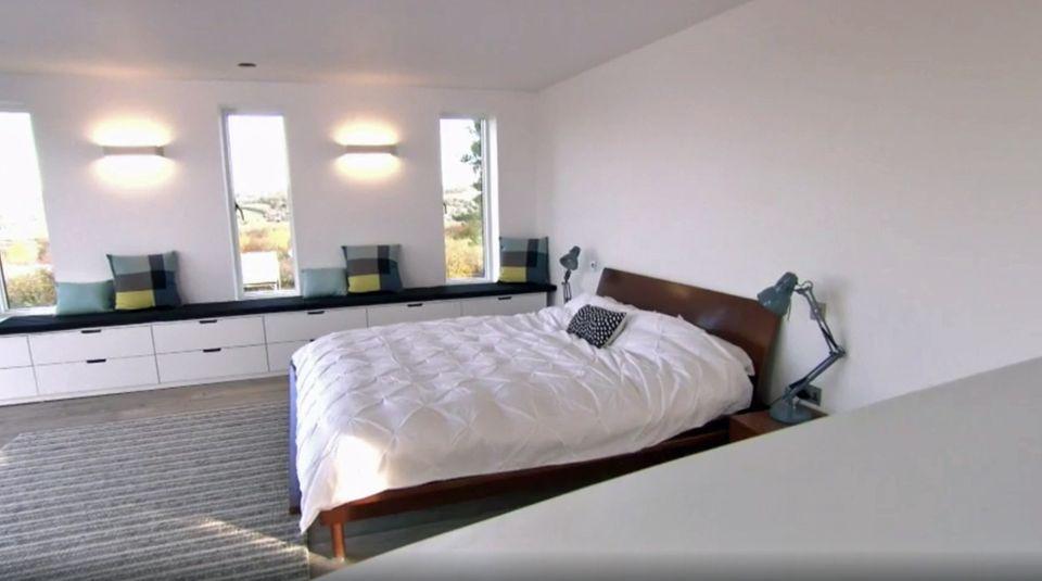Das großzügige Schlafzimmer.