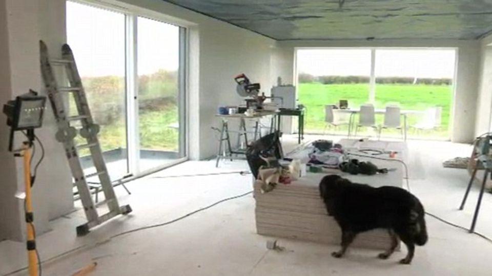 Während des Baus sah das Haus wie eine Werkstatt aus.