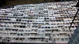 In den Wohnungen stehen Käfige oder Boxen, aber das allein wird nicht reichen. Um den Bedarf zu decken, werden viele Städte in die Höhe wachsen. Anstatt vier oder fünf Geschossen sind dann 20 das neue Normmaß.