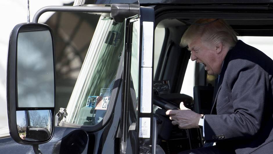 Siegerpose wird zur Lachnummer : Trucker Trump erhält sein eigenes Meme