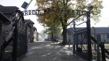 Eingang zum ehemaligen deutschen Konzentrationslager Auschwitz-Birkenau