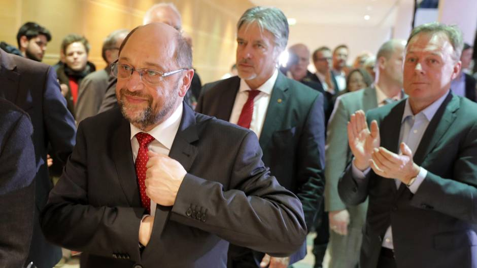 Martin Schulz verlässt Willy-Brandt-Haus nach seinem Statement zur Saarland-Wahl