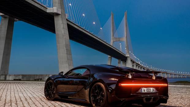 Der gegenüber dem Veyron um vier Zentimeter verbreiterte Chiron trägt im Heck ein 1,70 Meter breites LED-Schlusslichtband.