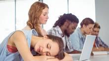 Schlafstörungen in der Nacht können sich auch auf den Tag auswirken