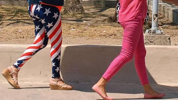 Zwei Frauen in Leggings