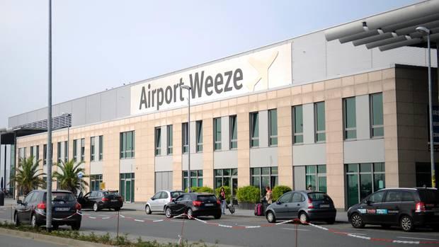Nachrichten Deutschland: Hooligans wollten sich am Flughafen Weeze prügeln (Symbolbild)