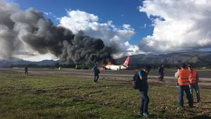 Peru: Ein Flugzeug mit 140 Passagieren an Bord ist nach der Landung in Flammen aufgegangen.