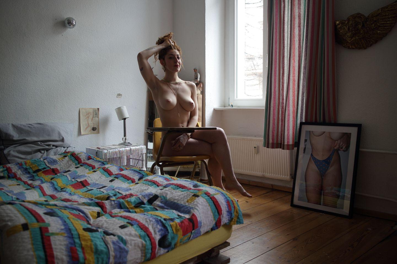 Fotobuch via Crowdfunding: Ganz weit raus aus der Komfortzone - es braucht Mut, um sich vor einem fremden Menschen auszuziehen und fotografieren zu lassen.