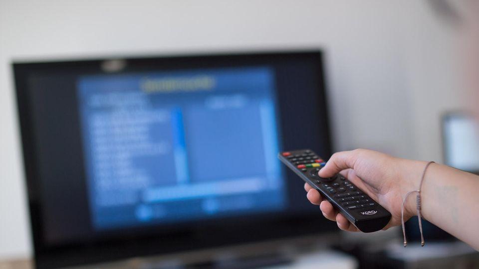 Wer sein Fernsehsignal über Antenne empfängt, muss von DVB-T auf DVB-T2 umstellen