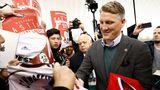 Bastian Schweinsteiger wird bei seiner Ankunft in Chicago von Fans begrüßt