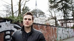 Constantin Schreiber vor der Berliner Sehitlik-Moschee. In der war er wenige Tage nach dem Putschversuch in der Türkei