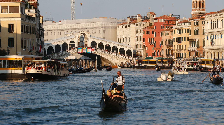 Bei Touristen ist die Rialto-Brücke in Venedig besonders beliebt