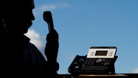 """Viele Trickbetrüger """"arbeiten"""" per telefon. In diesem Fall besonders perfide: Die Gauner ließen auf dem Telefon-Display der Betrogenen mit einen technischenKniff eine deutsche Behördennummer anzeigen"""