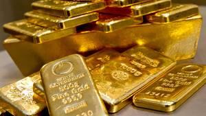 Nachrichten Deutschland: Goldbarren liegen auf einem Tisch (Symbolbild)
