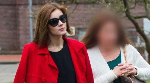 Nathalie Volk (l.) war im Prozess gegen ihre Mutter (r.) als Zeugin geladen