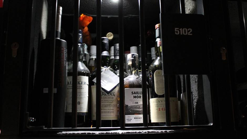 Red Bull Kühlschrank Gitter : Diese wertvollen weine sind hinter gittern stern.de