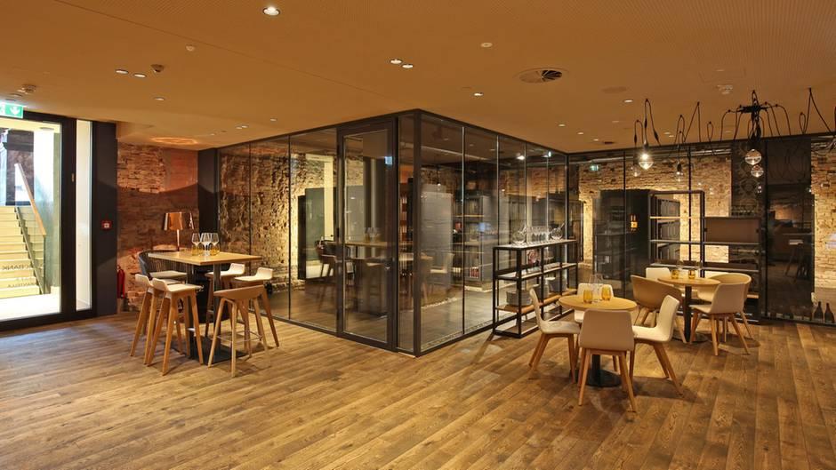 WineBANK Hamburg Eröffnet: April 2015 Anzahl Fächer: 240 Anzahl Begehbarer  Keller: 0 Mitgliedschaft