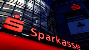 Sparkassen fordern gebühren für Geldautomaten-Nutzung