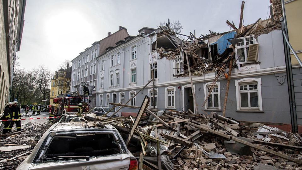 Ein Bild wie aus einem Kriegsgebiet: In Dortmund zerstörte eine Explosion ein Wohnhaus.