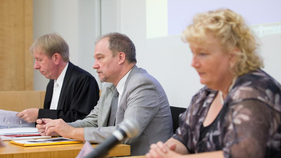 Mutter Marlis, Vater Uwe Böken (m.) und der Verteidiger Rainer Dietz