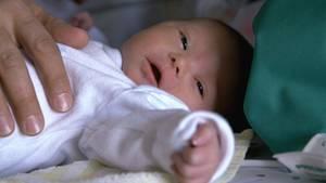 Eines der wenigen Kinder, die heute noch mit Down-Syndrom zu Welt kommen: Olivia Viktoria Mehler wurde am 22.03.2017 um 05:31 Uhr in München geboren.