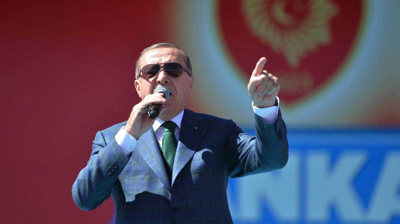 """Präsident Erdogan will mit der Verfassungsreform seine Macht weiter ausbauen. Schon jetzt beklagt das Auswärtige Amt in einem internen Papier """"eine Verschlechterung der Menschenrechtssituation"""" in der Türkei."""